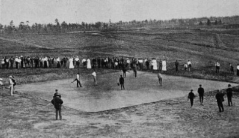 Pinehurstin kenttä numero yhden hiekkagriini vuodelta 1904. Neliskulmaisuus on tavallista ensimmäisen maailmansodan vuosiin asti.