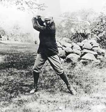 Macdonald oppi golfinsa St Andrewsisa Old Tom Morrisin opastuksella.