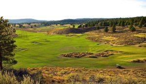 """Laajoista väyläalueista on tehty Silvies Valley Ranchilla """"leikikenttiä golfille""""."""